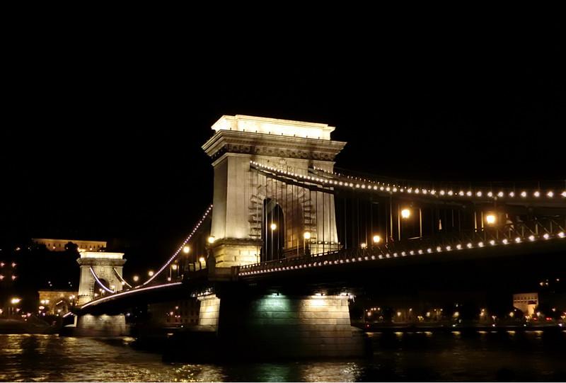 夜の鎖橋の画像