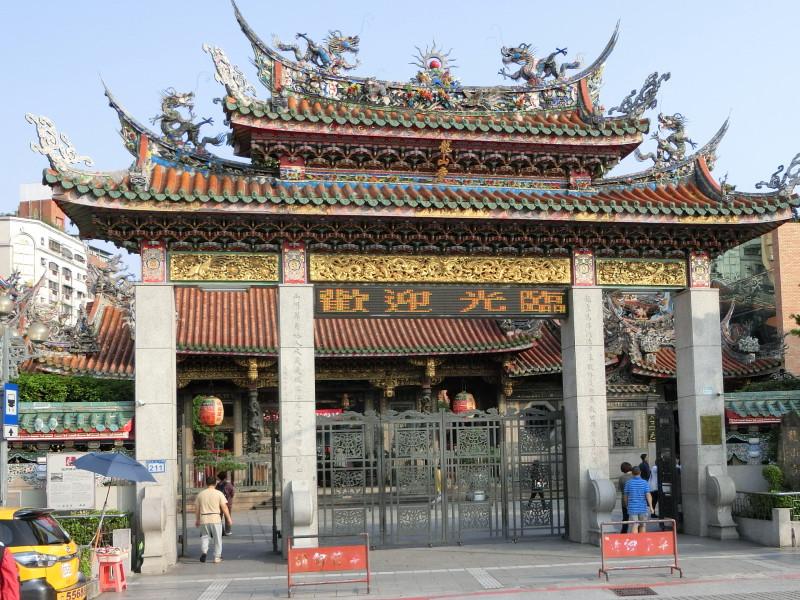 龍山寺入口付近の画像