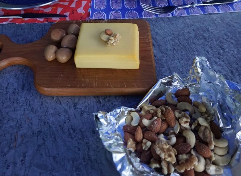 燻製したナッツとチーズ画像